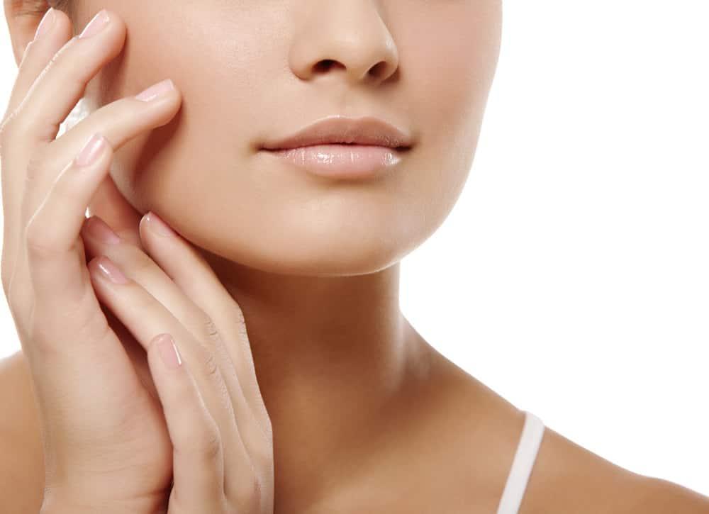 Kompetente Beratung für Kinnaufbau/Wangenaufbau durch Schönheitschirurg in Klinik für Schönheitsoperationen