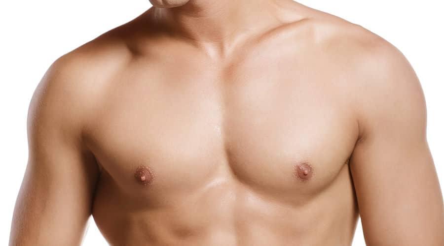 Flache Brust nach Brustverkleinerung für Männer