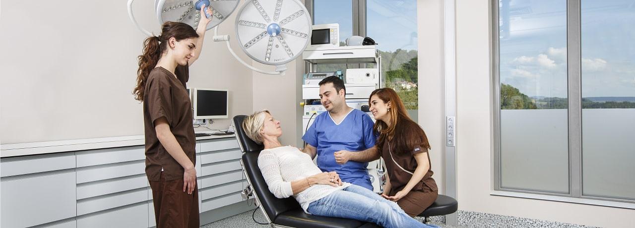 Beratung für Wurzelkanalbehandlung durch Zahnarzt in Klinik für Zahnmedizin in Waldshut