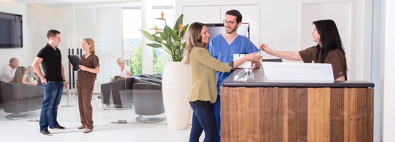 Notdienst bei Zahnschmerzen bei Zahnarzt in Klinik für Zahnimplantate und Zahnersatz in Waldshut