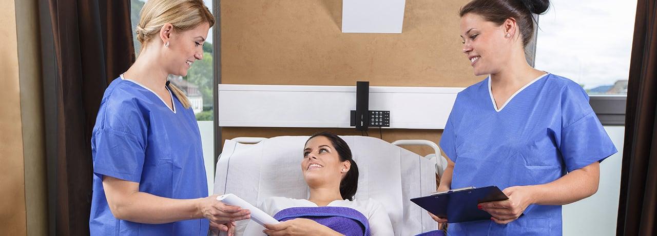 Kompetente Beratung für Ohren anlegen durch Schönheitschirurg in Klinik für Schönheitsoperationen