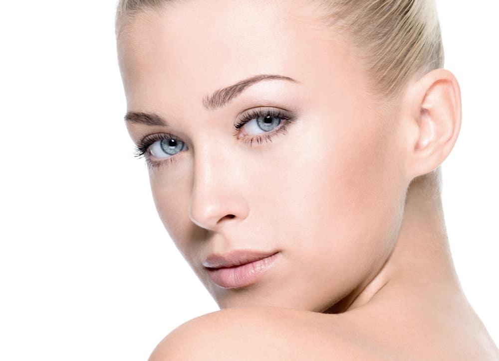 Beratung für die Unterlidkorrektur durch Schönheitschirurg in Klinik für Schönheits-OP