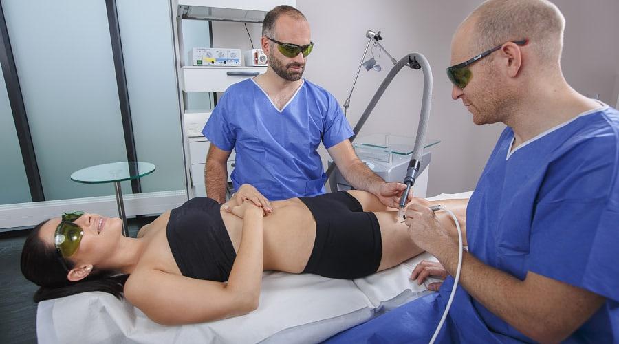 Gute Beratung bei Besenreisern durch plastischen Chirurgen in Schönheitsklinik nah am Bodensee
