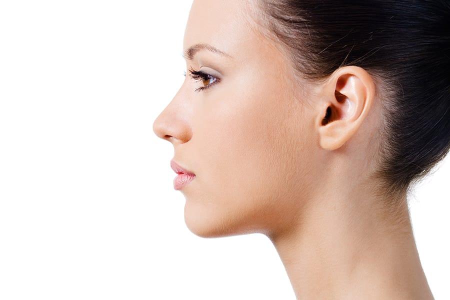 Gute Beratung für Nasenkorrektur durch plastischen Chirurgen in Schönheitsklinik Nahe Schweiz
