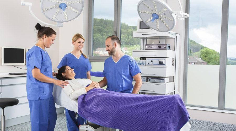 Professioneller Umgang in der Schönheitsklinik
