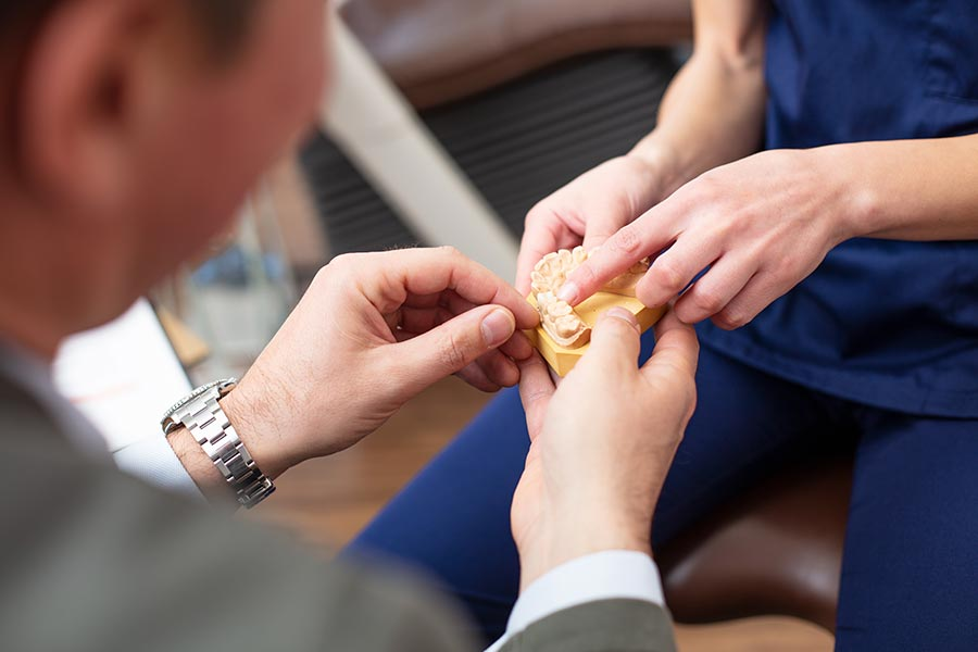 Alle Möglichen Zahnbehandlungen und Services in der Dorow Clinic Waldshut