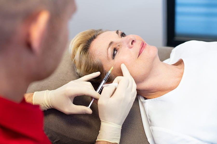 Beratung Arzt Thema Schlupflidentfernung